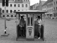 Bundesarchiv_B_145_Bild-F088888-0026,_Wittenberg,_Telefonzellen_auf_dem_Marktplatz