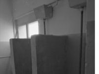Bundesarchiv_B_145_Bild-F088955-0011,_Gardelegen,_russische_Kaserne,_Toiletten