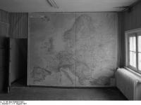 Bundesarchiv_B_145_Bild-F088955-0021,_Gardelegen,_russische_Kaserne,_Europakarte