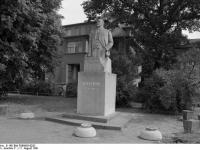 Bundesarchiv_B_145_Bild-F088955-0032,_Stendal,_Lenindenkmal