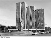 Bundesarchiv_B_145_Bild-F089664-0009,_Berlin,_Lenin-Denkmal_auf_dem_Leninplatz