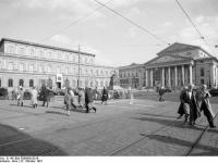 Bundesarchiv_B_145_Bild-F089850-0016,_München,_Max-Joseph-Platz
