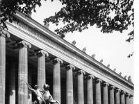 Bundesarchiv_B_145_Bild-P016620,_Berlin,_Eingang_Altes_Museum