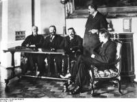 Bundesarchiv_B_145_Bild-P046275,_2._Rat_der_Volksbeauftragten