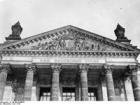 Bundesarchiv_B_145_Bild-P049632,_Berlin,_Reichstag,_Portalgiebel