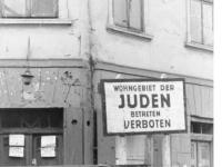 Bundesarchiv_Bild_101I-133-0703-30,_Polen,_Ghetto_Litzmannstadt,_Torposten
