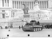 Bundesarchiv_Bild_101I-310-0880-38,_Italien,_Rom,_Tiger_I_vor_Vittoriano