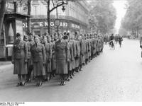 Bundesarchiv Bild 101I-768-0147-20 Paris Wehrmachtshelferinnen