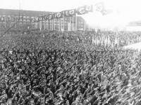 Bundesarchiv_Bild_102-04481B,_Berlin,_Maifeier_auf_dem_Tempelhofer_Feld