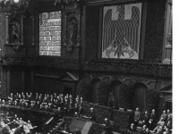 Bundesarchiv_Bild_102-04640,_Berlin,_Verfassungsfeier_im_Reichstag