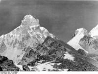Bundesarchiv_Bild_135-KA-06-002,_Tibetexpedition,_Landschaftsaufnahme