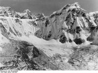 Bundesarchiv_Bild_135-KA-06-009,_Tibetexpedition,_Landschaftsaufnahme