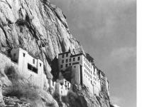 Bundesarchiv_Bild_135-KA-09-021,_Tibetexpedition,_Felsenkloster