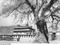 Bundesarchiv_Bild_135-KA-09-046,_Tibetexpedition,_Kloster_Samye