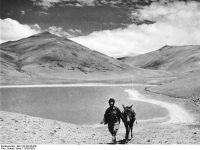 Bundesarchiv_Bild_135-KB-04-048,_Tibetexpedition,_Landschaftsaufnahme