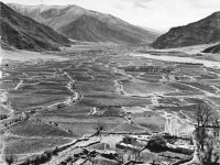 Bundesarchiv_Bild_135-KB-07-017,_Tibetexpedition,_Blick_ins_Yarlungtal