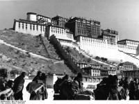 Bundesarchiv_Bild_135-S-12-01-24,_Tibetexpedition,_Pilger