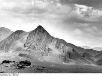 Bundesarchiv_Bild_135-S-14-14-10,_Tibetexpedition,_Landschaftsaufnahme