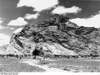 Bundesarchiv_Bild_135-S-18-03-07,_Tibetexpedition,_Blick_auf_Gyantse_Dzong