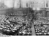 Bundesarchiv_Bild_146-1972-038-36,_Arbeiter-und_Soldatenräte,_Berlin