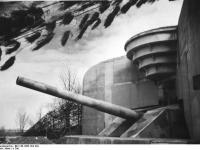 Bundesarchiv_Bild_146-1986-104-10A,_Atlantikwall,_Batterie__Todt_