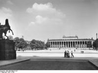 Bundesarchiv_Bild_146-1998-011-23,_Berlin,_Lustgarten_und_Altes_Museum