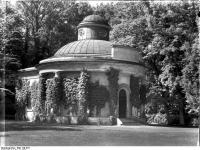 Bundesarchiv_Bild_170-516,_Potsdam,_Sanssouc,_Antikentempel