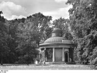 Bundesarchiv_Bild_170-518,_Potsdam,_Sanssouc,_Antikentempel