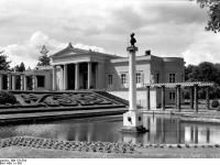 Bundesarchiv_Bild_170-534,_Potsdam,_Sanssouci,_Schloß_Charlottenhof