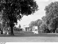 Bundesarchiv_Bild_170-537,_Potsdam,_Sanssouci,_Schloß_Charlottenhof