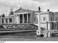 Bundesarchiv_Bild_170-540,_Potsdam,_Sanssouci,_Schloß_Charlottenhof