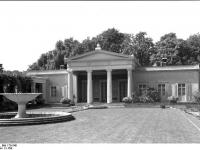 Bundesarchiv_Bild_170-548,_Potsdam,_Sanssouci,_Schloß_Charlottenhof
