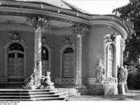Bundesarchiv_Bild_170-562,_Potsdam,_Sanssouci,_Chinesischen_Teehaus