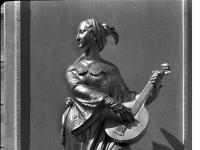 Bundesarchiv_Bild_170-567,_Potsdam,_Sanssouci,_Figur_am_Chinesischen_Teehaus