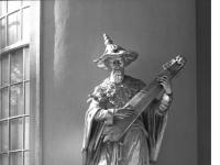 Bundesarchiv_Bild_170-574,_Potsdam,_Sanssouci,_Figur_am_Chinesischen_Teehaus