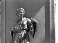 Bundesarchiv_Bild_170-582,_Potsdam,_Sanssouci,_Figur_am_Chinesischen_Teehaus