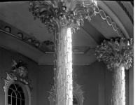 Bundesarchiv_Bild_170-589,_Potsdam,_Sanssouci,_Figurengruppe_am_Chinesisches_Teehaus