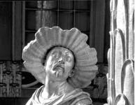 Bundesarchiv_Bild_170-600,_Potsdam,_Sanssouci,_Figur_am_Chinesischen_Teehaus