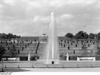 Bundesarchiv_Bild_170-617,_Potsdam,_Sanssouci,_Große_Fontaine