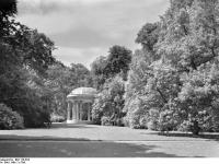 Bundesarchiv_Bild_170-623,_Potsdam,_Sanssouci,_Freundschaftstempel