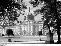 Bundesarchiv_Bild_170-642,_Potsdam,_Sanssouci,_Neue_Palais