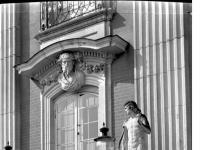 Bundesarchiv_Bild_170-653,_Potsdam,_Sanssouci,_Detail_am_Neuen_Palais