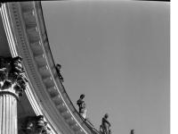 Bundesarchiv_Bild_170-674,_Potsdam,_Sanssouci,_Kollonade_der_Communs