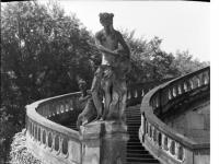 Bundesarchiv_Bild_170-676,_Potsdam,_Sanssouci,_Freitreppe_an_den_Communs