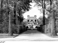 Bundesarchiv_Bild_170-683,_Potsdam,_Sanssouci,_Blick_zur_Orangerie