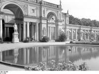 Bundesarchiv_Bild_170-696,_Potsdam,_Sanssouci,_Orangerie