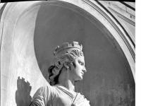 Bundesarchiv_Bild_170-705,_Potsdam,_Sanssouci,_Details_an_der_Orangerie