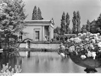 Bundesarchiv_Bild_170-784,_Potsdam,_Sanssouci,_Römische_Bäder