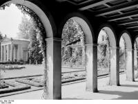 Bundesarchiv_Bild_170-785,_Potsdam,_Sanssouci,_Römische_Bäder
