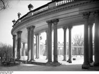 Bundesarchiv_Bild_170-841,_Potsdam,_Sanssouci,_Kolonnaden